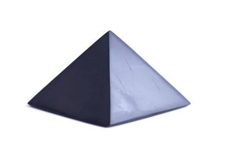 šungitová pyramída 11x11