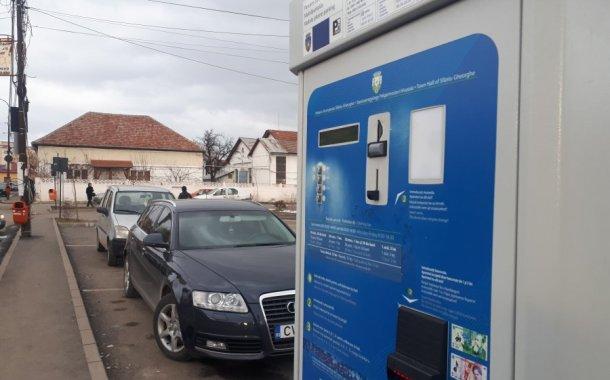 Primăria Sfântu Gheorghe reintroduce plata parcărilor, după patru luni în care a fost suspendată