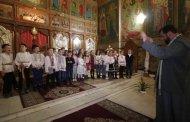"""Festivalul internațional de colinde și obiceiuri de iarnă """"Crăciunul la români"""", deschis ieri, prin miniconcerte susținute de copii"""