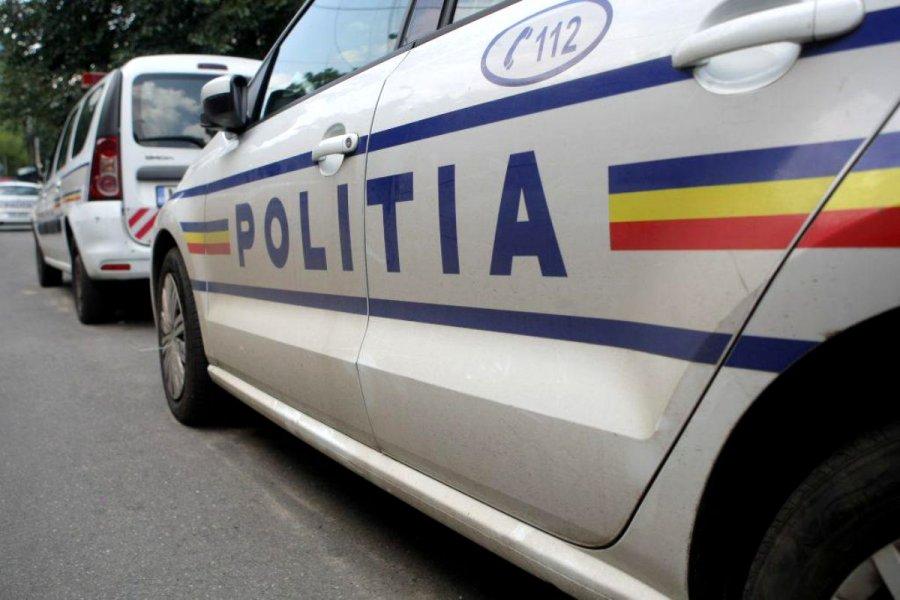 Doi bărbaţi au fost arestaţi, fiind acuzaţi că au înşelat un cetăţean austriac şi i-au restrâns dreptul de circulaţie