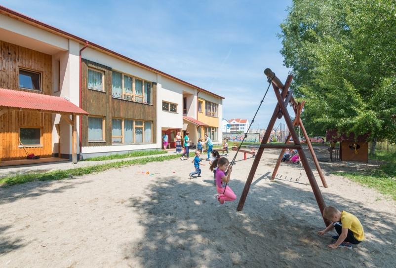 Începe reînscrierea la grădiniță; înscrierea copiilor nou-veniți, programată la finele lunii