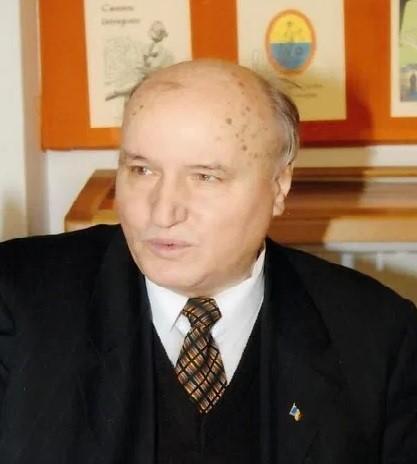 PAGINI REGĂSITE - Frontierele românismului și oamenii săi: prof. dr. Ioan Lăcătuşu