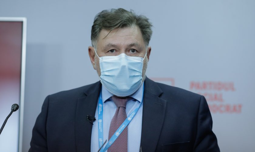 Rafila rupe tăcerea. La ce efecte secundare trebuie să se aștepte românii care vor face vaccinul anti-COVID-19