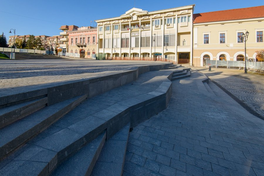 Lucrările din Piaţa Centrală din Sfântu Gheorghe ar putea fi gata până la sfârşitul acestei luni