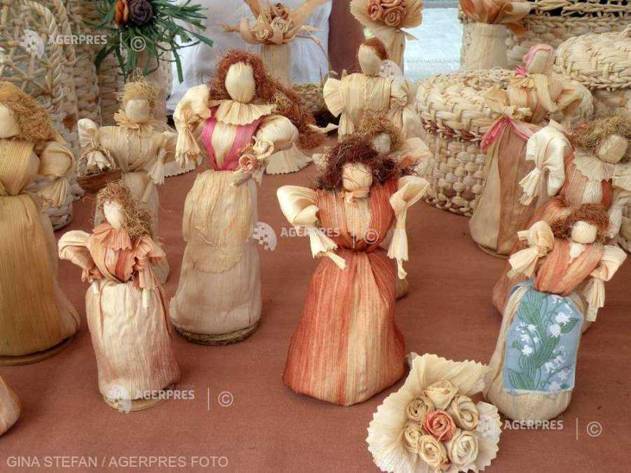 Meşteşuguri şi obiceiuri de Crăciun, popularizate prin intermediul unor ateliere de creaţie online