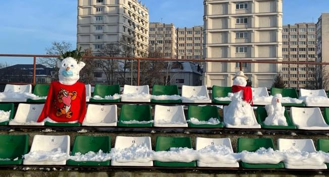 Suporterii echipei Sepsi OSK Sf. Gheorghe vor să umple tribunele cu oameni de zăpadă la meciul cu Astra