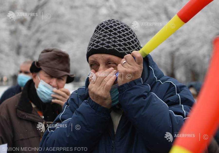 Federaţiile pensionarilor anunţă proteste, pentru a determina Guvernul să reconsidere decizia de îngheţare a pensiilor