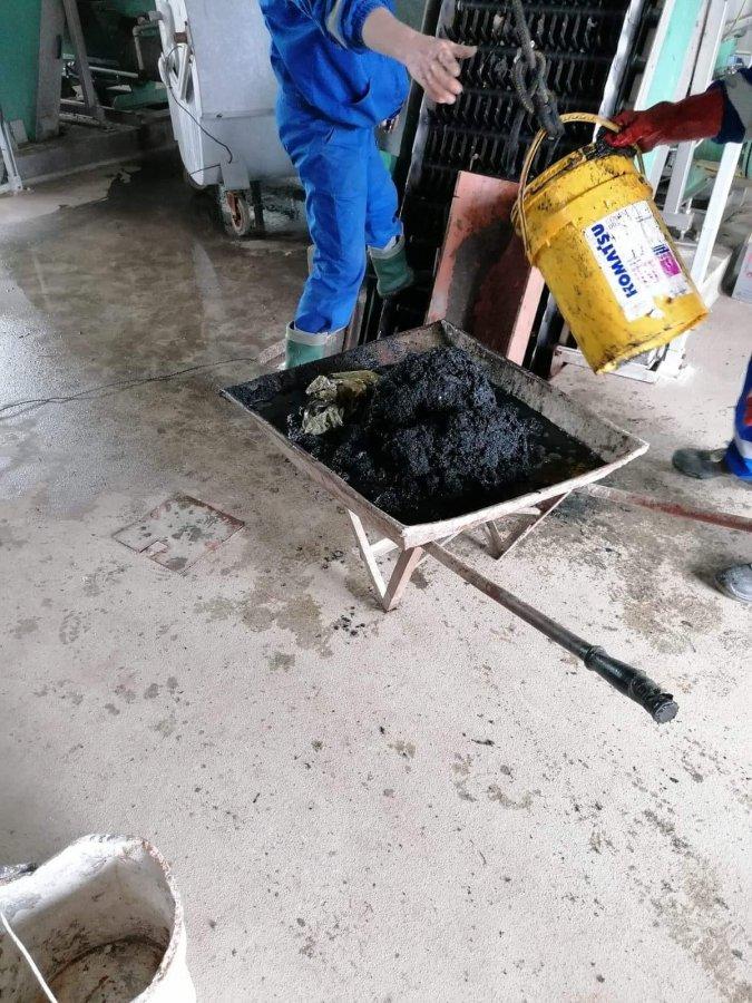 Avarii ale sistemului de canalizare din cauza deşeurilor aruncate de cetăţeni