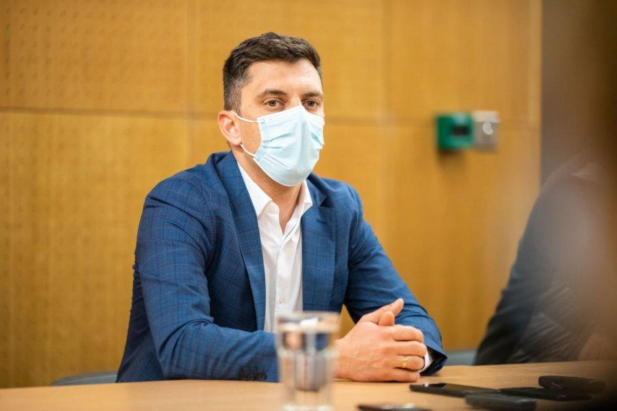 Ministrul Tineretului şi Sportului, Eduard Novak, se declară nemulţumit de situaţia gimnasticii româneşti şi consideră că şi în această ramură sportivă trebuie făcute reorganizări.