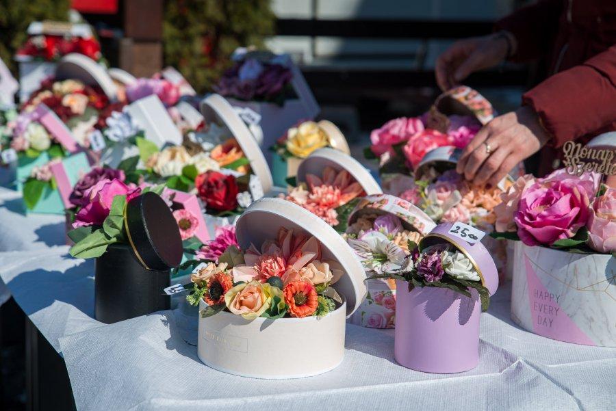 Timp de două zile, la sfârșitul acestei săptămâni, în centrul municipiului Sfântu Gheorghe va fi organizat Târgul Producătorilor și  Meşteşugarilor în cadrul căruia va fi organizat și un târg de flori.