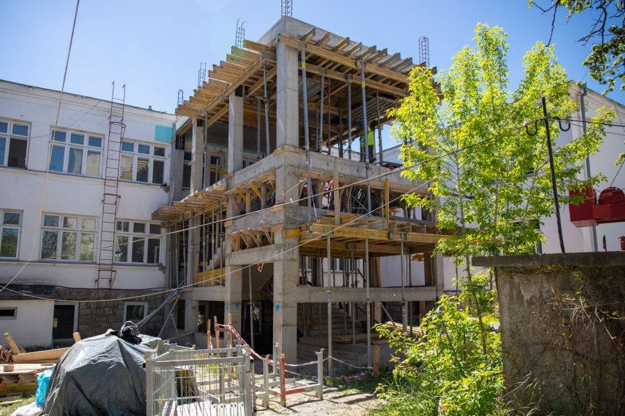 Se reabilitează și se extinde clădireavecheaSpitalului Județean