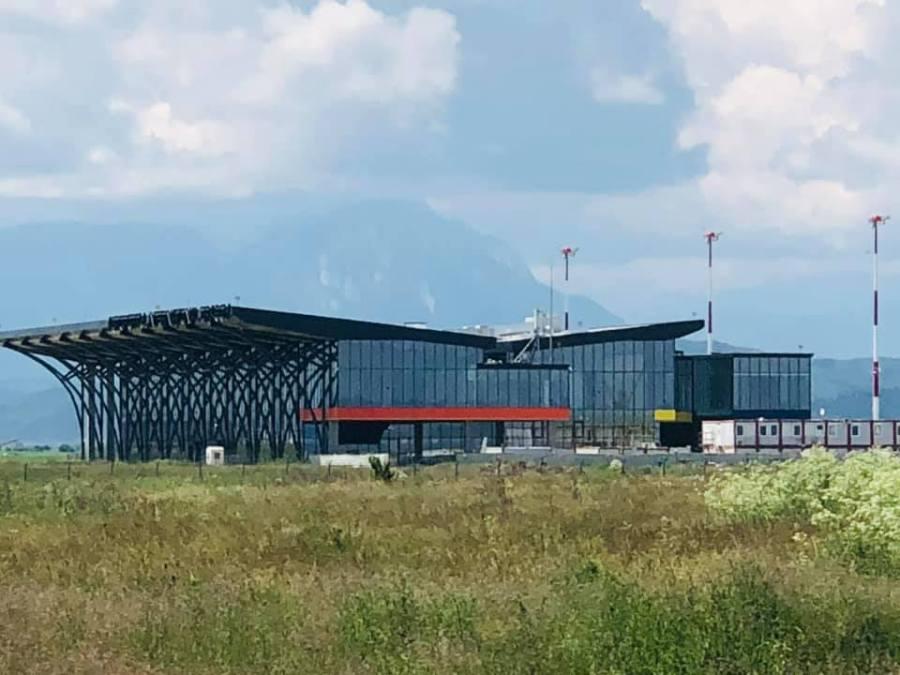 Autorităţile locale au solicitat sprijinul Guvernului pentru finalizarea aeroportului de la Ghimbav-Braşov