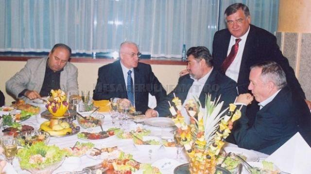 Chevorchian, în spatele lui Gheorghe Ștefan, Dumitru Dragomir, Dumitru Sechelariu și Adrian Porumboiu