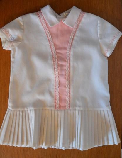robe plissée blanche et rose pour un bébé de 6 mois, ressemble à un vêtement de joueuse de tennis