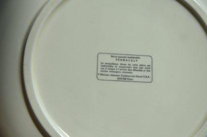 Lot de 4 assiettes creuses Permacal. Décor Garanti inaltérable PERMACAL. Le magnifique décor de cette pièce est inaltérable et conservera tout son éclat car il résiste à l'action des détersifs et des acides ménagers courants. Marque déposée Commercial Decal USA. SOCOR Paris