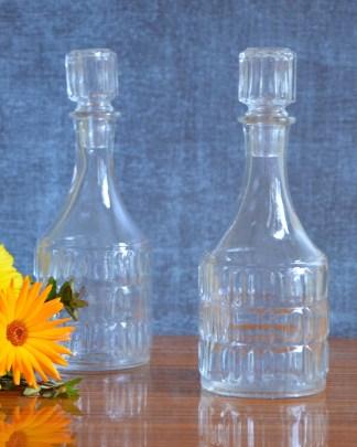 fiole en verre avec un bouchon vintage