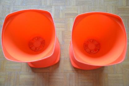 Tabouret Pola n°588 en plastique orange vintage, fabriqué en France