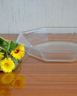 Plat en verre de forme octogonale de la marque Arcoroc