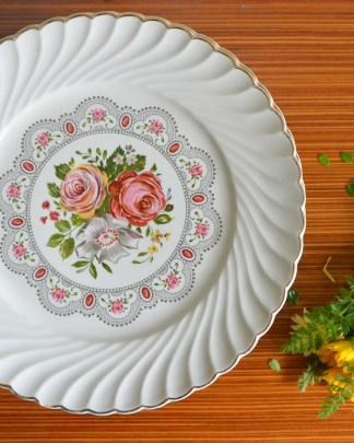 Lot de 8 assiettes Lunéville décor de rose jaune, rose rose et fleurs blanche.