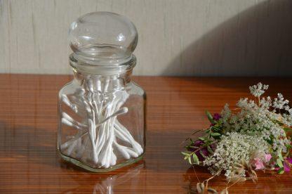pot d'apothicaire vintage petit modèle, en verre transparent, bouchon cabochon.