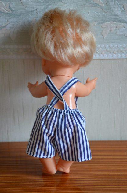 Poupon et son couffin, fabriqué en espagne, avec sa tenue marinière fait-main.