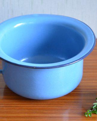 Pot de chambre en émail bleu.