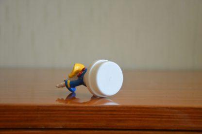 Bouchon de tube de bonbons Smarties Nestlé, figurine de Donald en plastique, 7cm de haut et 3 cm de large. Made in China.