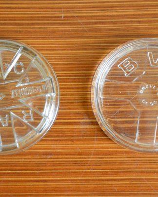 Lot de 2 soucoupes en verre. A l'origine ce sont des couvercles de bocaux en verre à stériliser. Je les trouve parfait comme soucoupe à fleurs, cendrier ou soucoupe d'apéro!