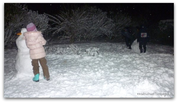 bonshommes-de-neige-la-nuit