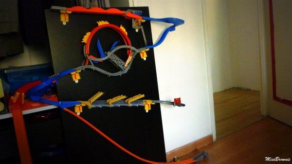 circuit-wall-tracks
