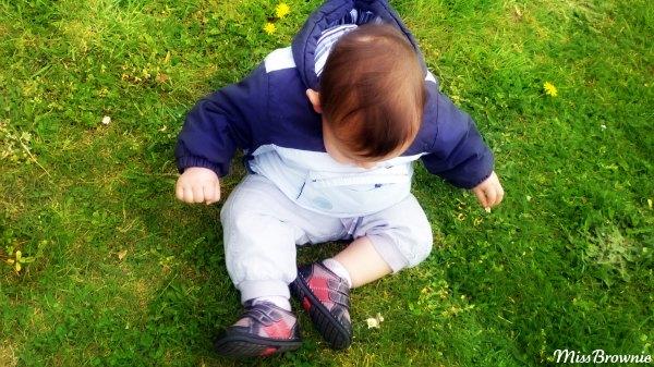 bebe-dans-herbe