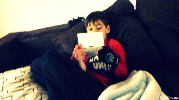 enfant-7-ans-joue-DS