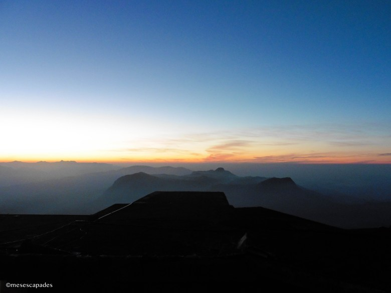 Trek nocturne pour faire un lever de soleil en hauteur au Sri Lanka