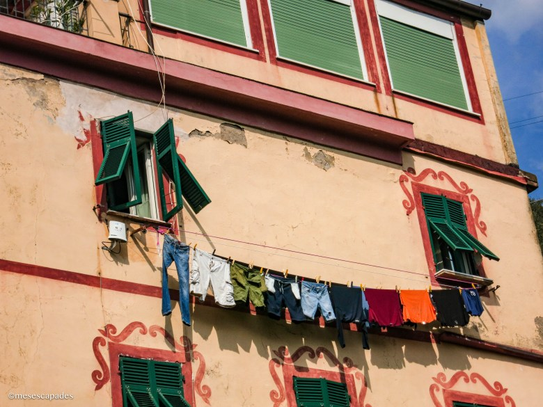 Les bâtiments colorés et leurs linges suspendus, typique en Italie