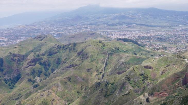 Randonnées à Tenerife : redescente vers San Cristobal de La Laguna après une excursion dans l'Anaga