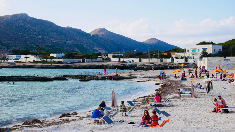 Le Lido Burrone, une jolie plage située à Favignana, une île Egade, proche de Trapani.