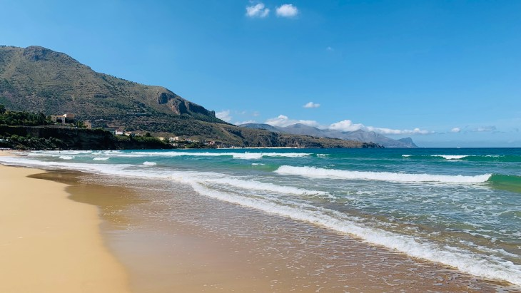 La jolie plage de Castellammare Del Golfo ; une plage publique où on a vu presque personne !