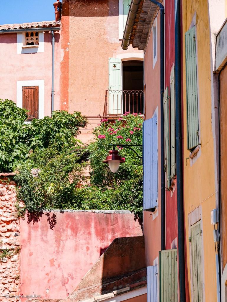 Les ruelles colorées de Roussillon