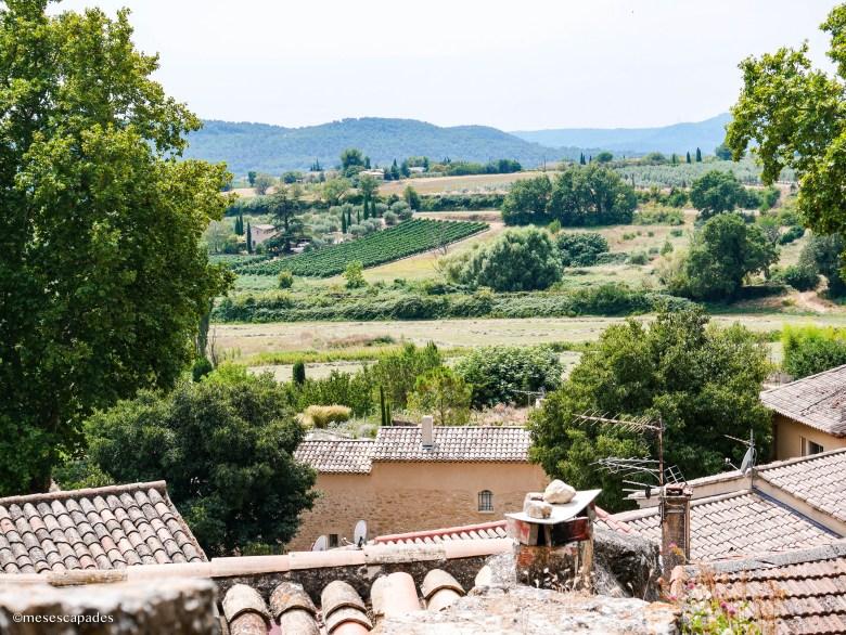 Vue sur les environs du village provençal de Bonnieux