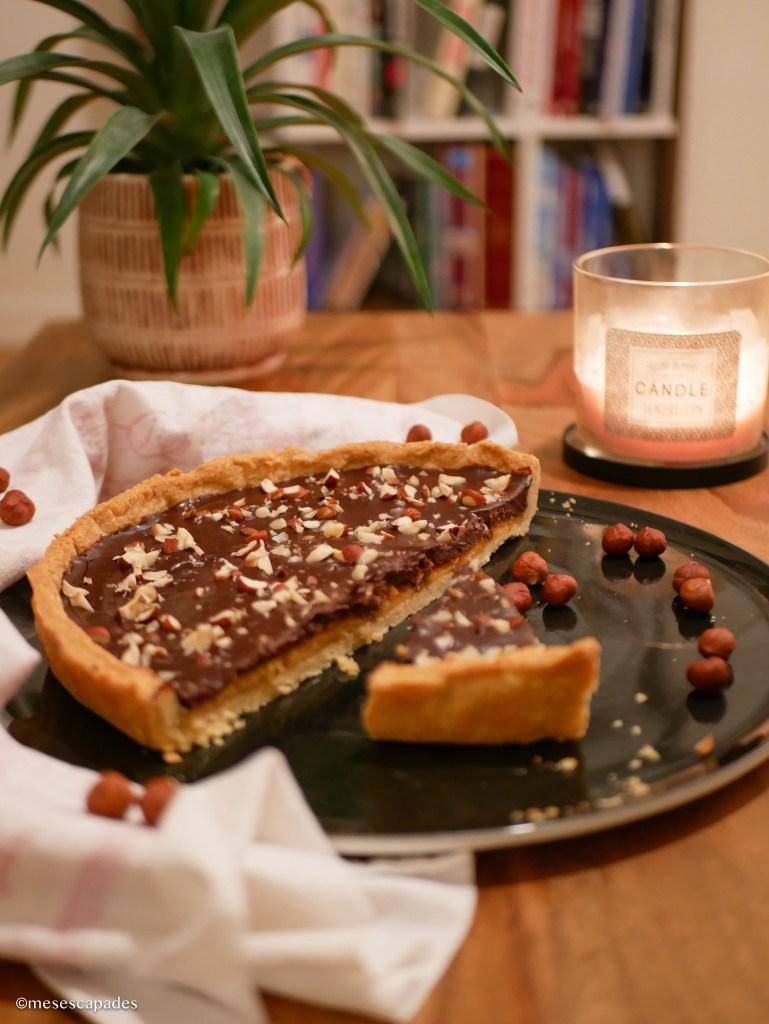 Tarte au chocolat noir et éclats de noisette