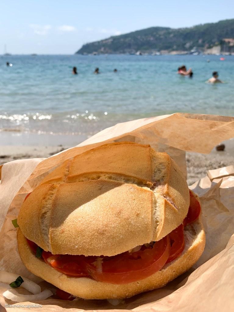 Pan Bagnat sur la plage