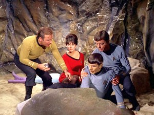 Julie Cobb and Star Trek crew in the episode By Any Other Name - Desilu Productions, NBC