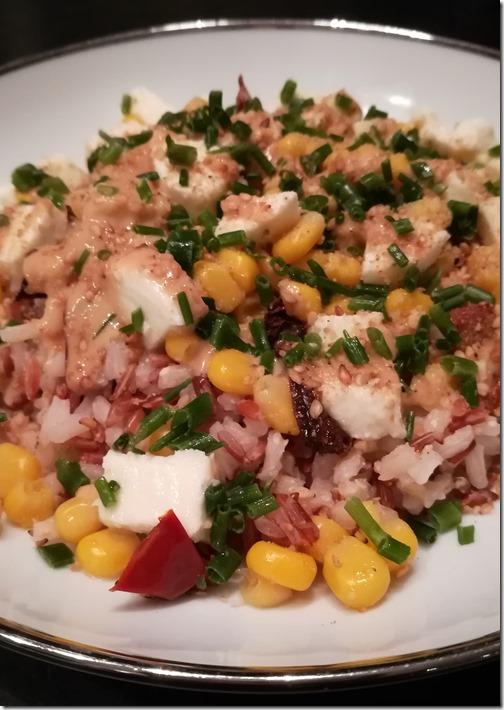 Salade de riz, tomates séchées, maïs et mozzarella
