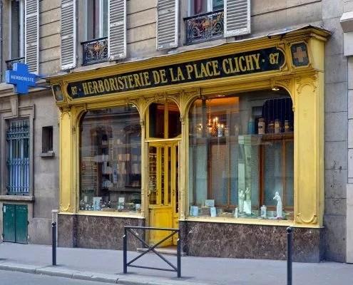 Une des dernières herboristeries à Paris, place de Clichy