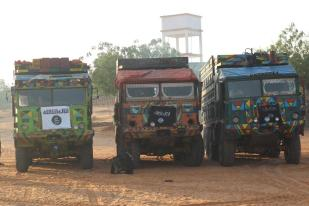 Alshabab insurgents provide vehicles to give water to drought victims in areas under their control (Credit: SomaliMemo.net)
