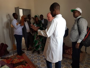 Dr. Mohamed of Cadaado Hospital in the Galguduud Region briefs visiting UN and relief staffs on acute watery diarrhea cases related to the drought. Water shortages mean that citizens are sometimes forced to rely on unclean water sources, causing illnesses.