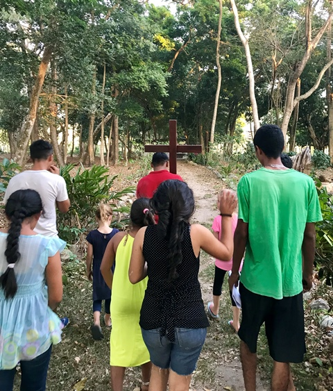 people-jungle-stations-of-the-cross
