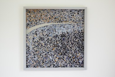 Loyer, Amélie. Road to nowhere, 24 x 24 po. , moules bleues, résine et acrylique sur bois, printemps 2016.