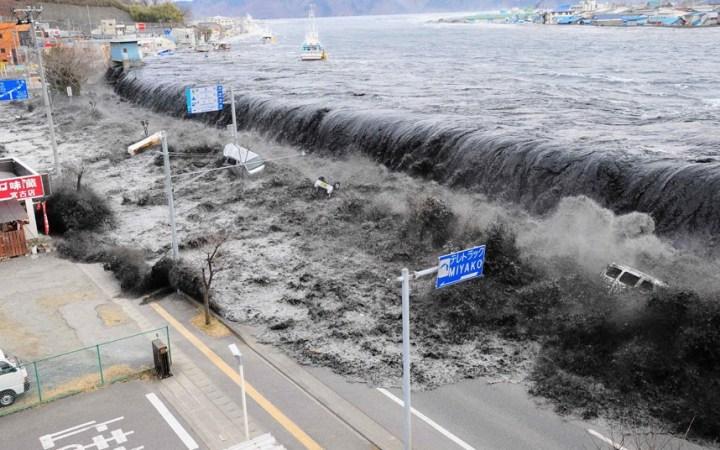 20110311-tsunami-w_2162733k