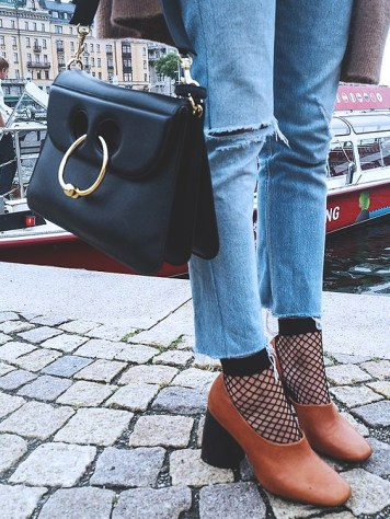 fishnets-street-style-2017-fashion-blog-casual-looks-trends8e79a32435808de622595be50cb2f745